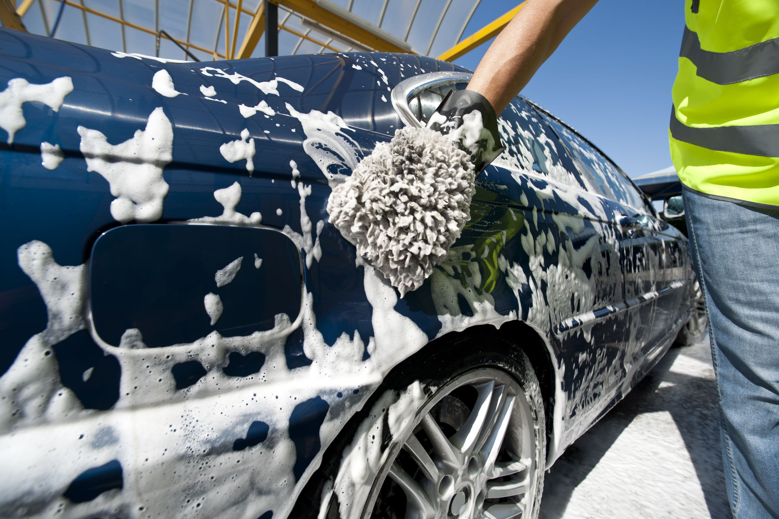 Full Car wash Services to Give Your Car a Brand New Look